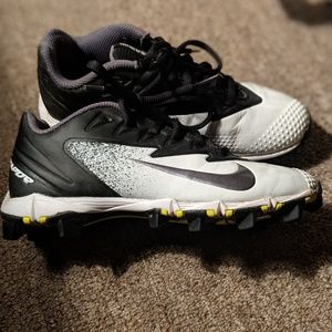 Boys Nike cleats size 3Y